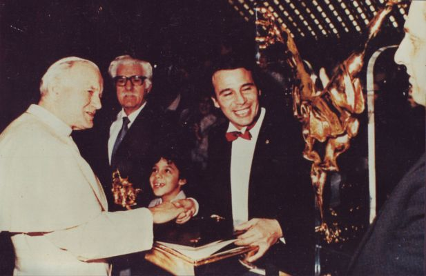 Avi Kenan with His Holiness Pope Jean Paul II - Vatican - 1986